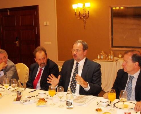 El embajador de Cuba en España, Eugenio Martínez, expuso las transformaciones que está conociendo la economía cubana