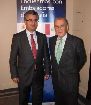 El embajador de España en Perú, Juan Carlos Sánchez Alonso, junto al presidente del Club