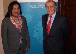 La embajadora de Nicaragua en España, Verónica Rojas Berríos, junto al presidente del Club, Balbino Prieto
