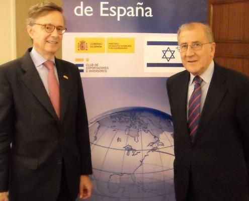El embajador Carderera, junto al presidente del Club, Balbino Prieto