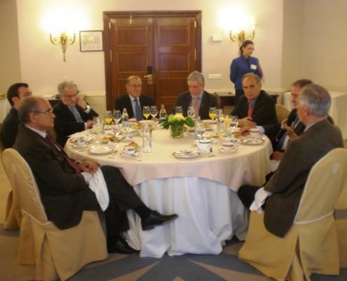 Después de su intervención, el embajador atendió a las preguntas y a los comentarios de los socios del Club de Exportadores