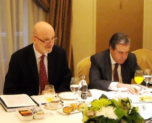 A la izquierda, el embajador de España en Estados Unidos, Ramón Gil-Casares, junto a D. José Gasset (Iberdrola)