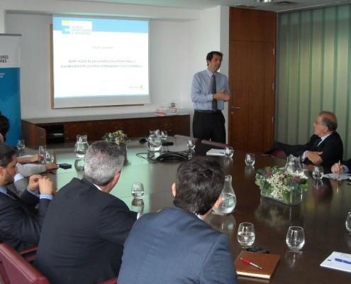 Fernando Varela de Ugarte, director de la División de Cooperación al Desarrollo de Eptisa, impartió una charla a nuestros socios sobre la adaptación de las estrategias empresariales a entornos en desarrollo