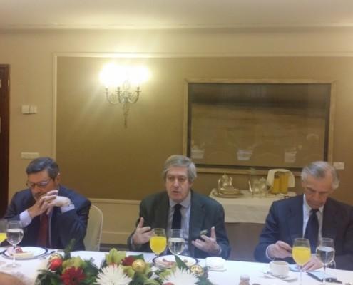 El embajador Valencia durante su intervención