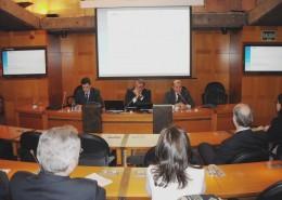 De izquierda a derecha, Rafael Domenech (BBVA),  José Luis Serra (BBVA) y Balbino Prieto (presidente del Club), al inicio de la charla-coloquio de BBVA