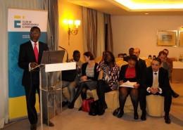 El embajador realizó una presentación sobre las oportunidades de negocio que ofrece su país