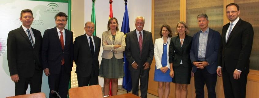 Foto de familia de la Asamblea General Anual de CITHA, celebrada en la sede de Extenda en Sevilla