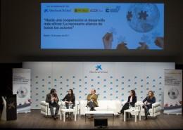La primera mesa redonda abordó la contribución de la empresa al desarrollo de los países